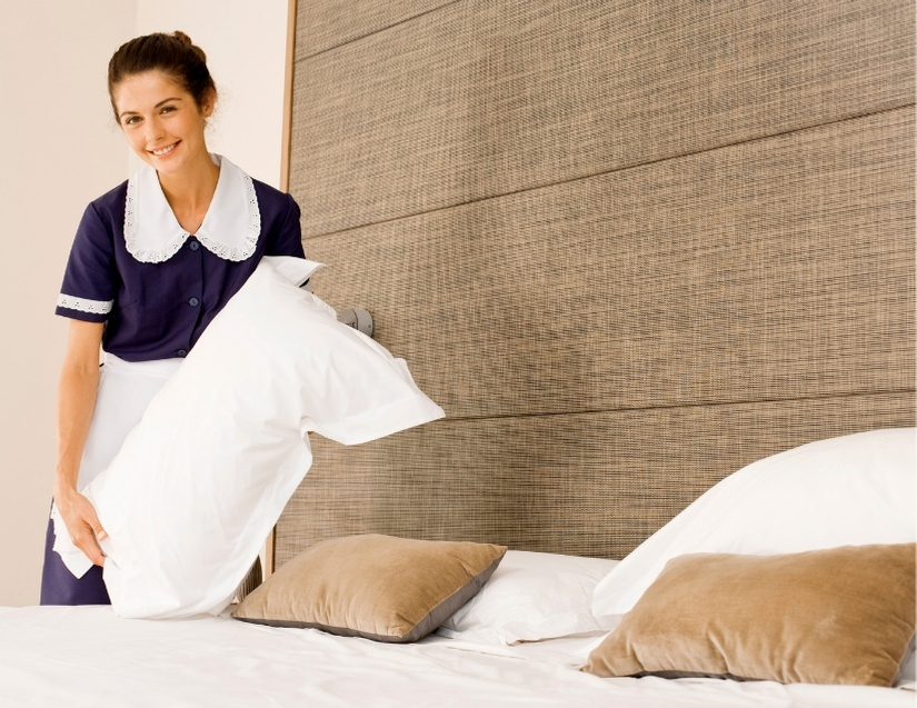 maid making a king size bed